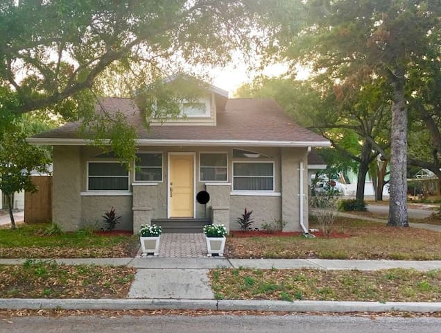 Beautiful Bungalow in Historic Uptown
