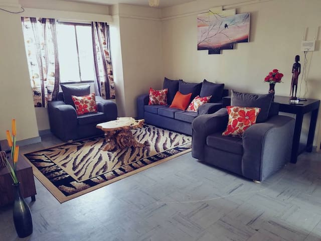 Secure Estate, Fast Internet, 15 mins to Airport