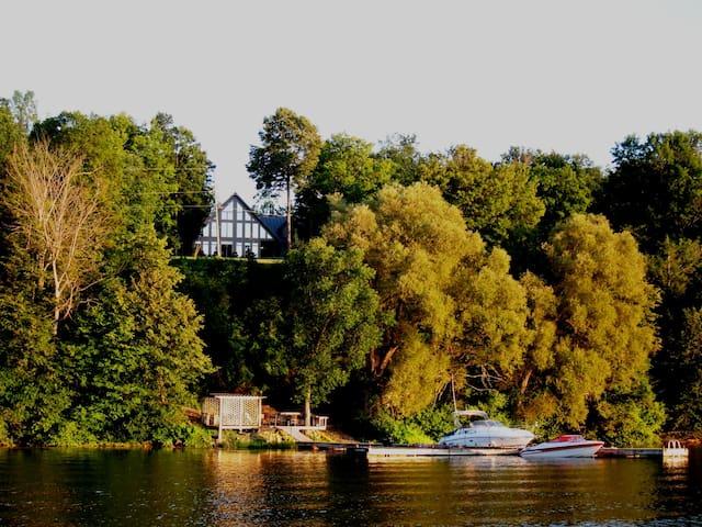 1000 Islands Gananoque Ontario - Gananoque - Casa