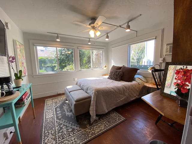 Cozy Suite (B) by Downtown Hospital