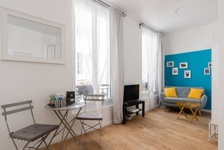 Charming studio apartment in an 18th century building located in the Marais