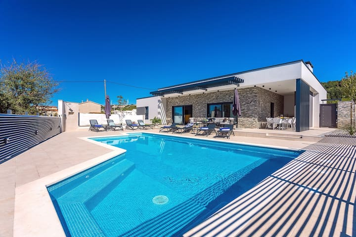 Villa Casa Mia with 40sqm private heated pool with massage, 4 spacious bedrooms
