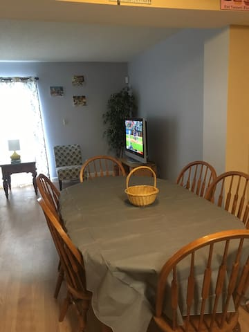 6- chair dining room table/living room