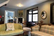 Private room in Classic Victorian near schools