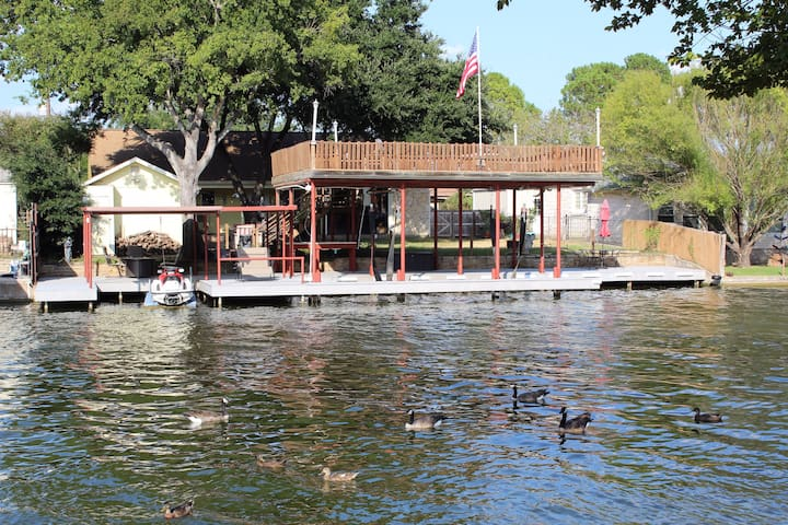Lake Granbury Retreat