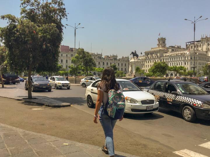 Paseo por Plaza San Martín, Lima