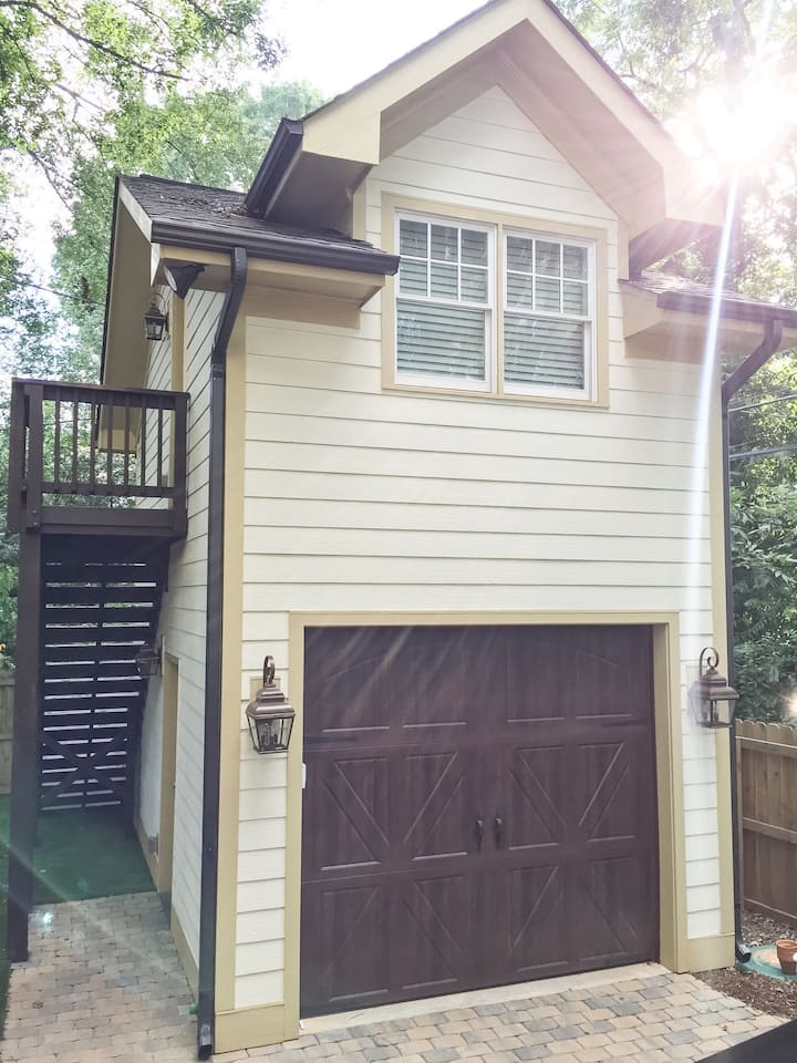Beautiful guest apt close to uptown/walkable!