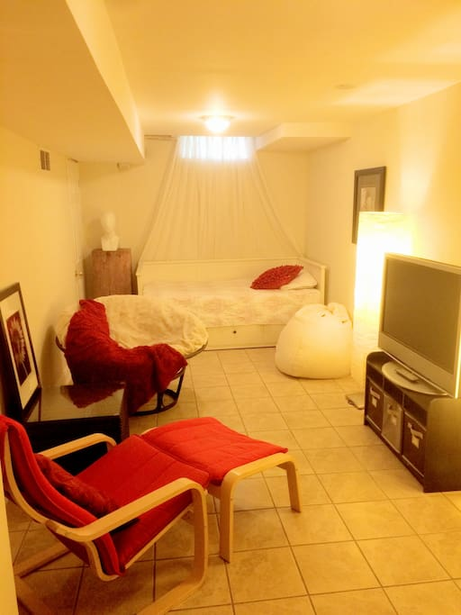 Spacious and modern Guest studio. Bed converts into king size, storage drawers under bed for your belongings.
