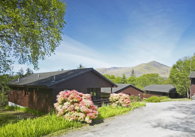 Lodge 1 - Sleeps 6 guests in 3 bedrooms - Birchbrae, Onich - スイス式シャレー