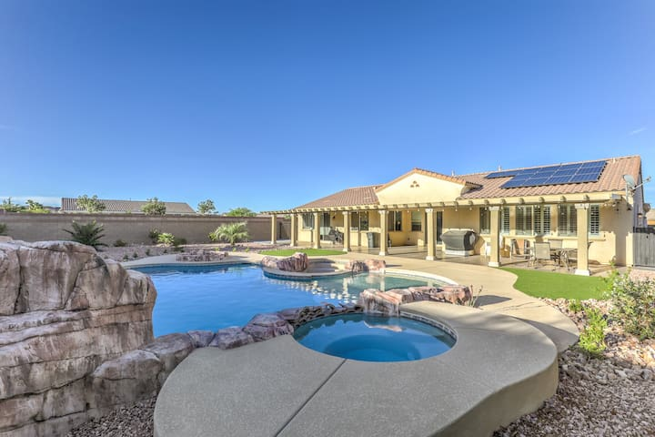 Deluxe Upgraded New Home with Pool and Spa