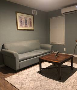 Cute, secluded apartment near Downtown