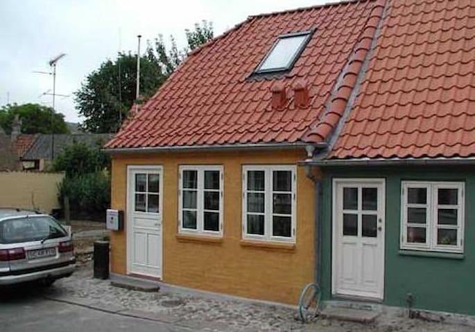 Byhus i attraktivt bymiljø - Rudkøbing - Townhouse