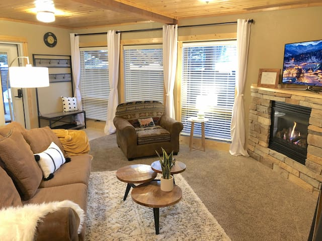#10 Cozy Condo in the Heart of Downtown Estes