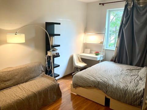 【多余房间】798艺术区,阳光充满的大床房间,智能门锁/投影/洗烘一体机
