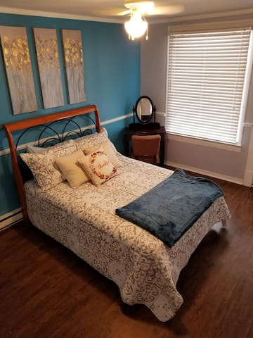 Spacious room close to Event Center cleaning incl.