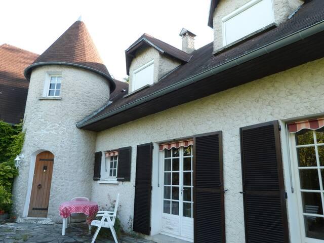 Maison de charme à 5 mn de la ville - Follainville-Dennemont - บ้าน