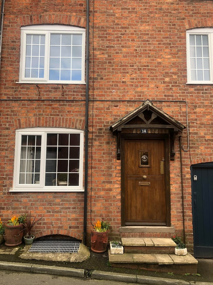 Mere Cottage Ellesmere - Luxury Family stay