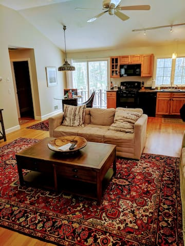 Concord, MA. Large, Private Carriage House