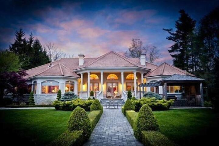 Beautiful Waterfront Estate w/ 2 Acres Of Land