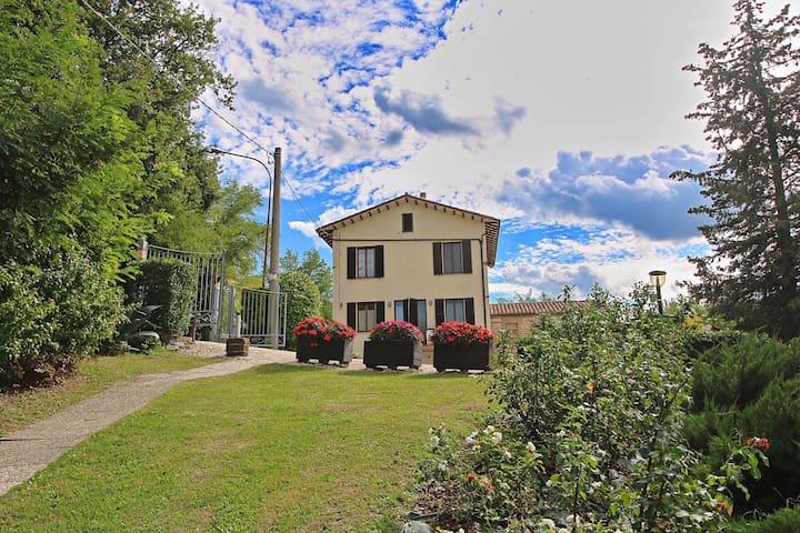 Villa in Piticchio with Swimming Pool, Garden, BBQ, Terrace
