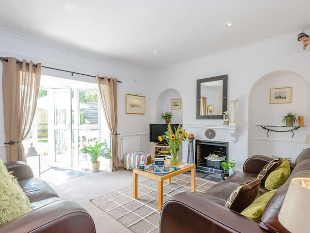 Number 1 Admiralty Cottages (UK11806)