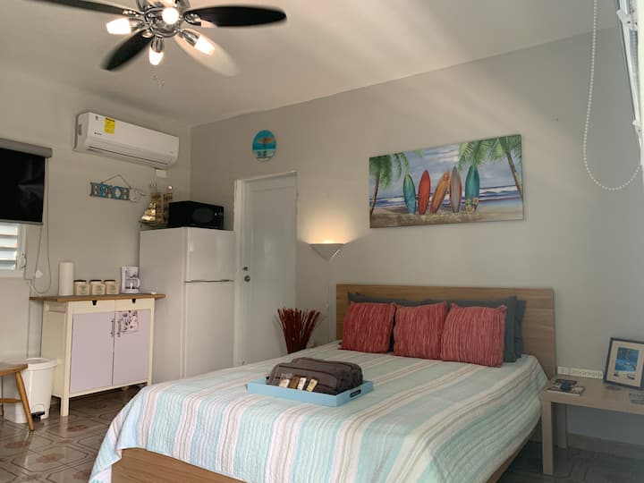 Cozy Studio Walking Distance to Beach, Big Pool