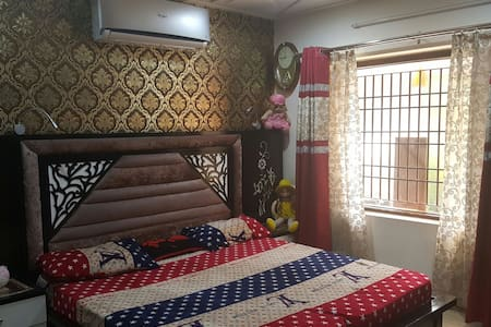 Furnished bedroom with Bathroom - Chandigarh - Lakás