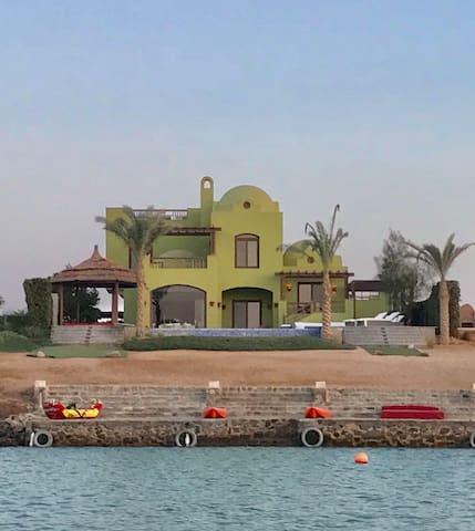 Grasshopper- villa w/pool & lagoon kayaks on pier