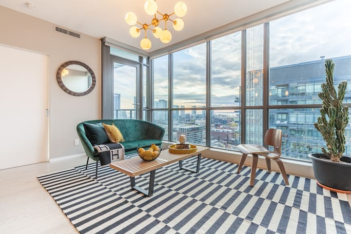 Charming Central Condo at King & Spadina with View