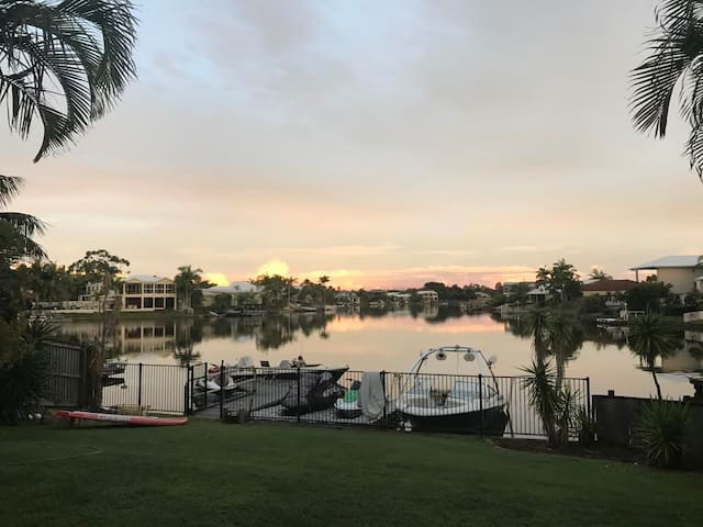 Tranquil. Waterfront. Private. FREE SUPs & bikes! - Noosaville - Huis