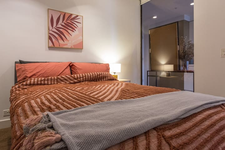 2nd Bedroom with Double Bed (Hotel Grade Mattress)