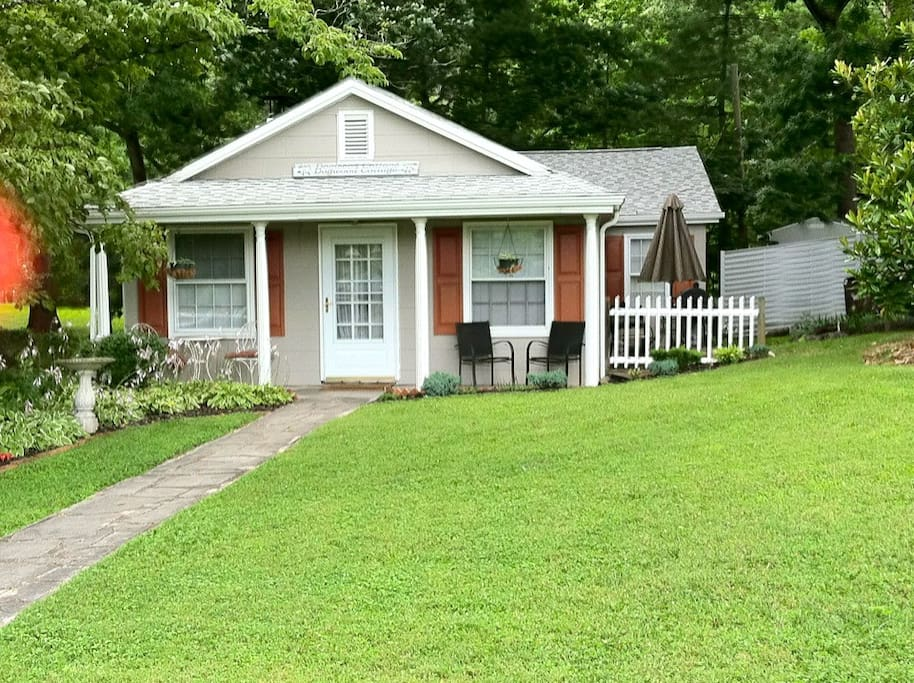 Dogwood Cottage Br 2 Queen Bed Guesthouse For Rent In