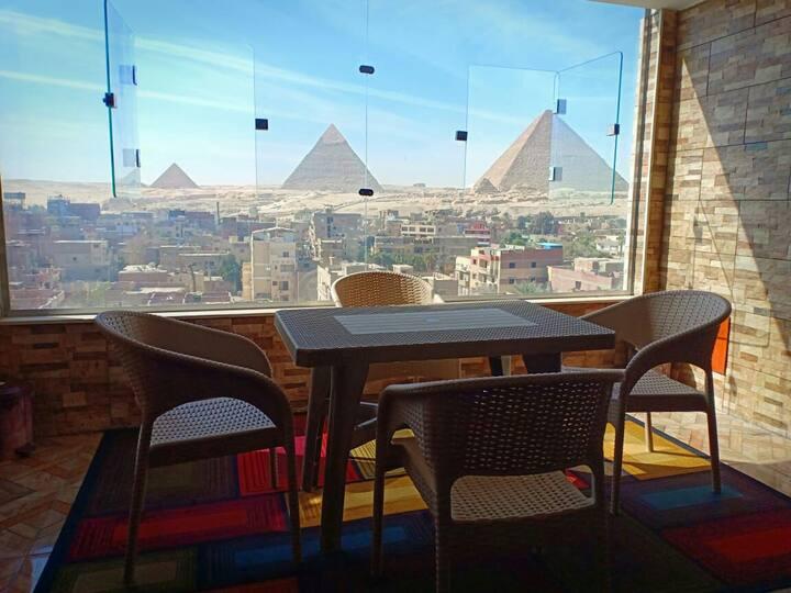 New 3 Pyramids view inn - Luka