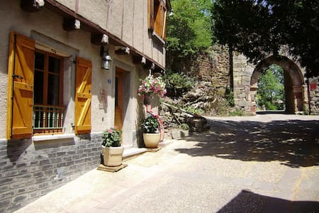 Gîte NAJAC Aveyron 4 pers. Calme, charme, confort