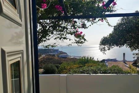 ΤΕΤΑ, Σπίτι με εκπληκτική θέα στη θάλασσα