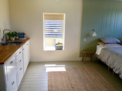Guest suite with scenic view Ballyferriter village
