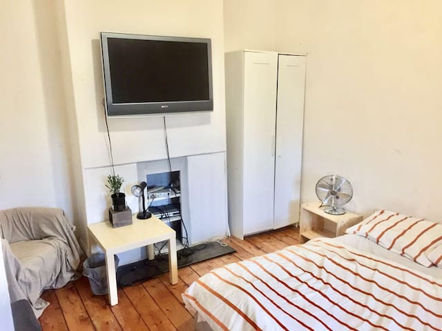 Inner City Private Room Single Furnished and Bill