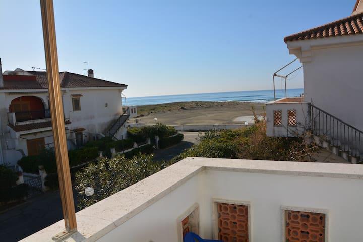 DELIZIOSO APPARTAMENTO A 30 PASSI DALLA SPIAGGIA - Tor San Lorenzo