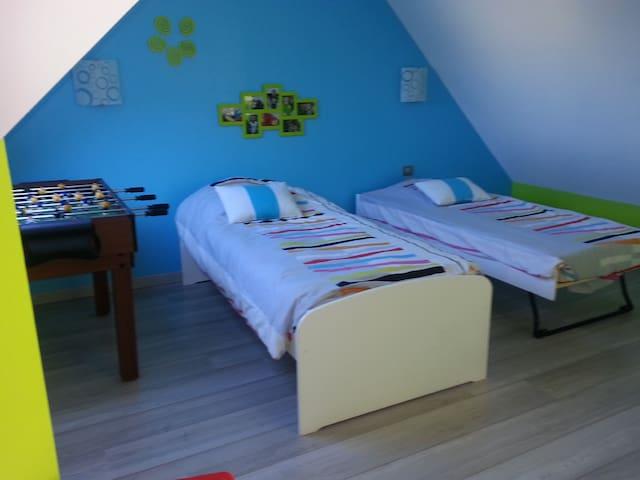 Chambre 2 lits simples - Fillé - บ้าน