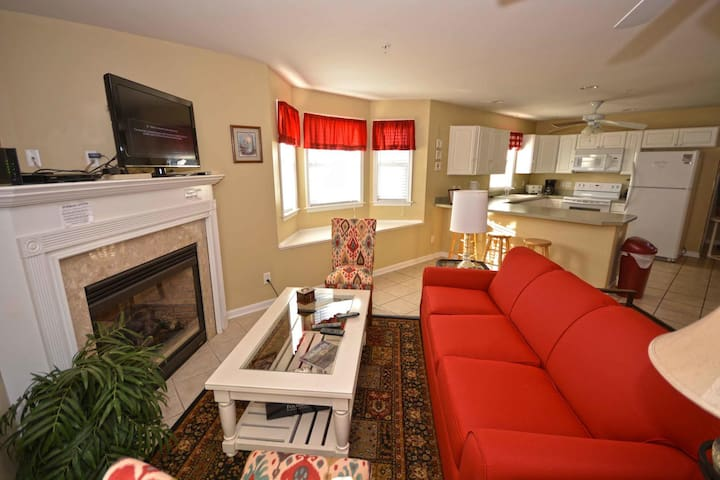 628- Beautiful 3BD TH closer to downtown and just a step to the beach