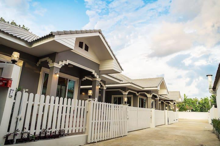 BANN INCOME HOLIDAY HOUSE - Tambon Tha Wang Tan - Casa