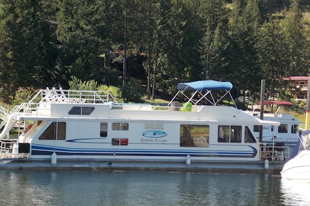 Remote Escape - Shuswap Houseboat - Sicamous