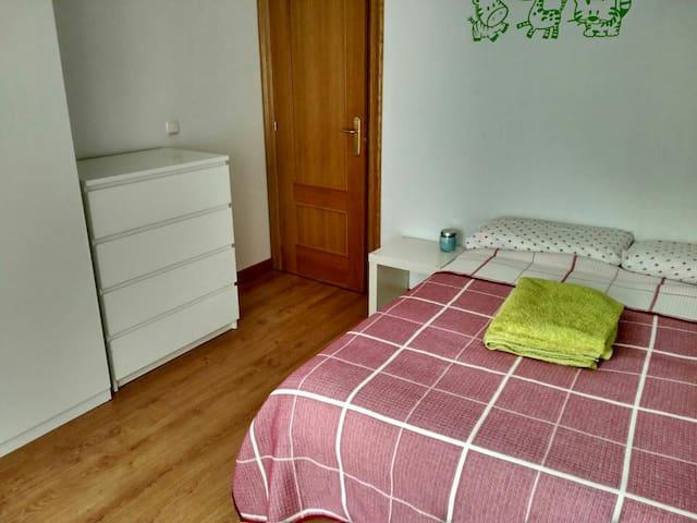 Atico/25 min andando al centro Pamplona - Artica - Appartement