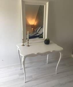 Mysigt rum i Sigtuna stad! - Sigtuna - Apartment