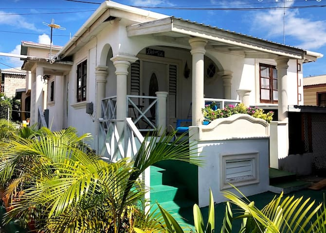 Gracefultwo 1 bedroom & 3 beds Close to the Beach