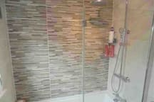 Good pressure shower and constant hot water.