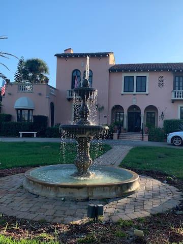 The Villa's Christopher Columbus Suite