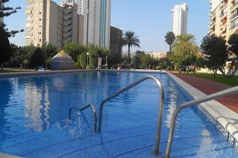 A 5 minutos de la  playa piscinas, jardín, parking