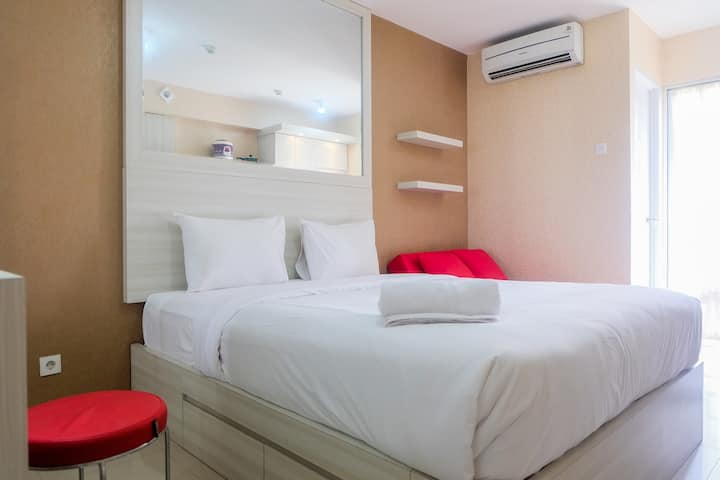 Studio Room at Bassura City Apartment near Mall