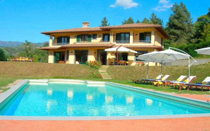 Luxury villa, heated pool, market town easy walk